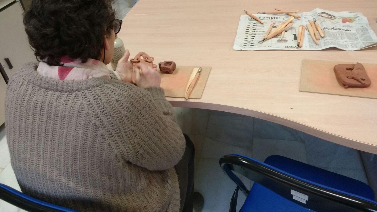 Taller cerámica mujeres sin hogar (5)